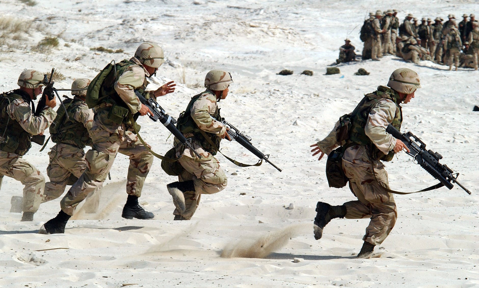 soldiers-military-usa-weapons-87772.jpeg